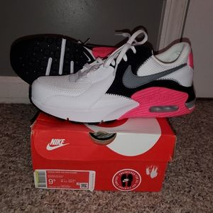 Brand new women's Nike Air max excee